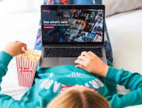Bagaimana Netflix Bunuh Blockbuster